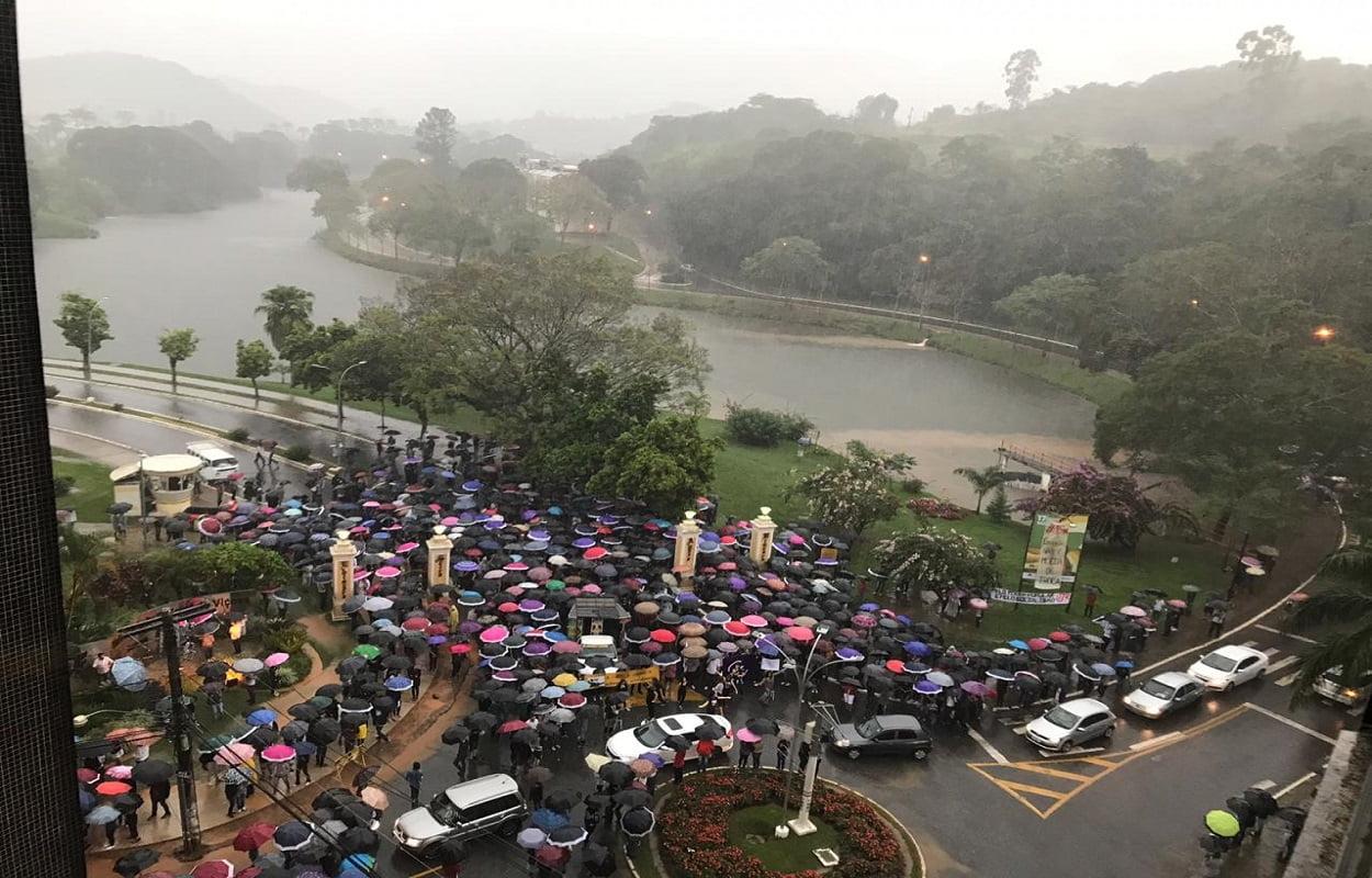 Manifestação realizada na UFV, campus Viçosa (Foto: Ângela Quinelato/Blog do Vestibular)